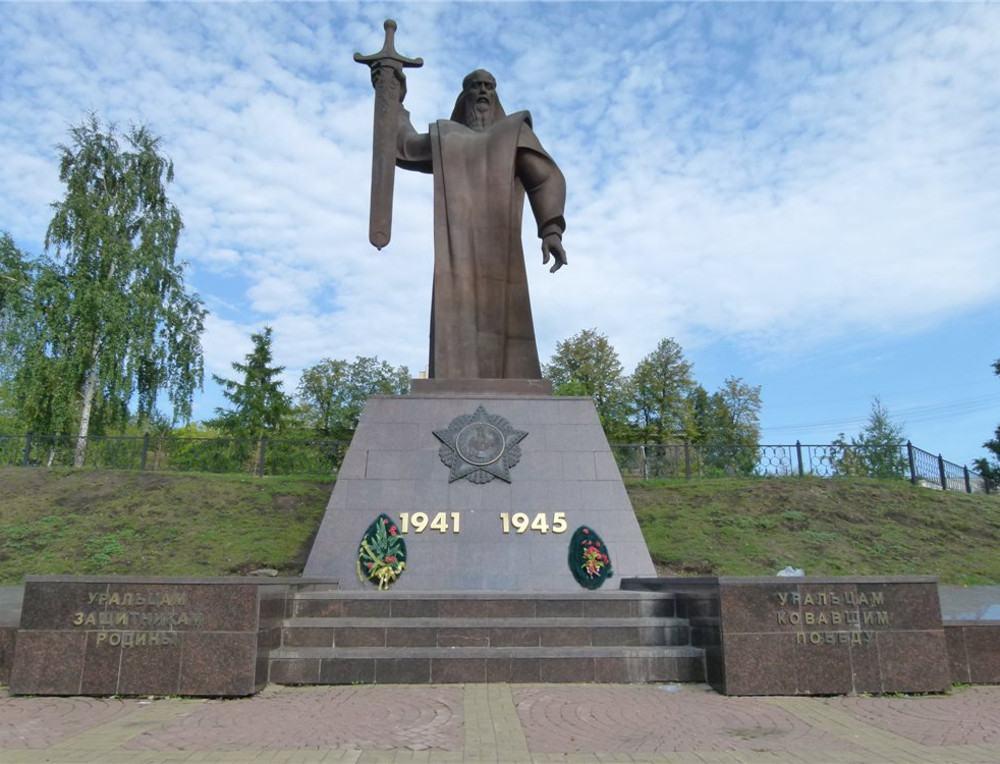 Памятник «Седой Урал».jpg
