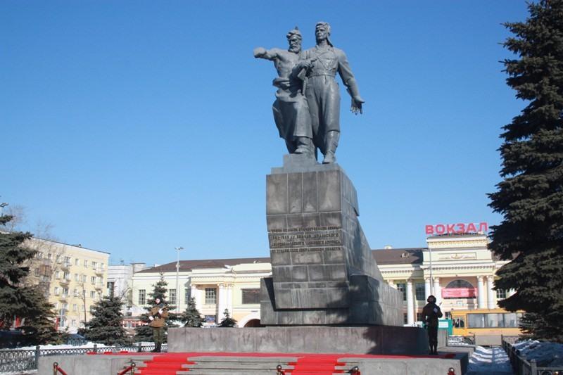 Памятник войнам Уральского добровольческого танкового корпуса.jpg